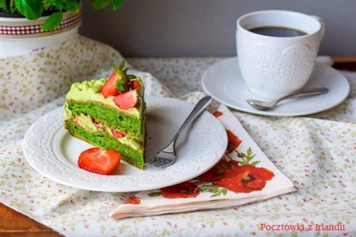 Ciasto szpinakowo-cukiniowe z kremem z awokado