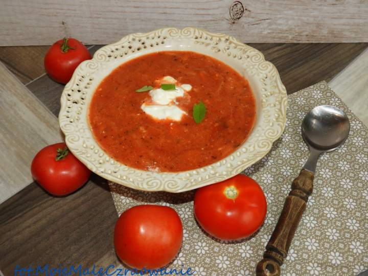 Zupa pomidorowa z ryżem i śmietaną