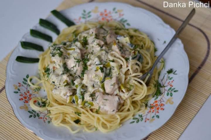 Spaghetti z kurczakiem w sosie porowym