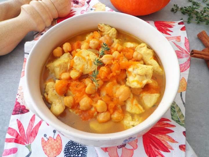 Potrawka z kurczakiem, dynią i ciecierzycą (Spezzatino di pollo con zucca e ceci)