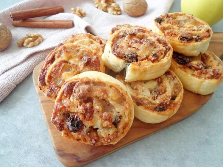 Francuskie ślimaczki z jabłkiem, orzechami i rodzynkami (Girelle di sfoglia con mele, noci e uvetta)