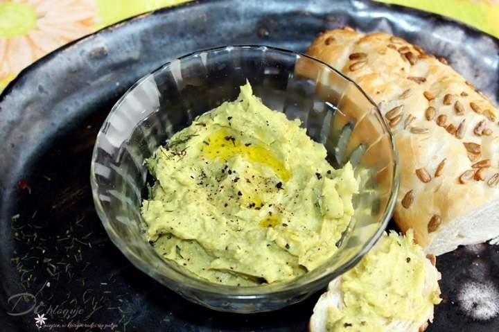 Zdrowa pasta z jajek i awokado