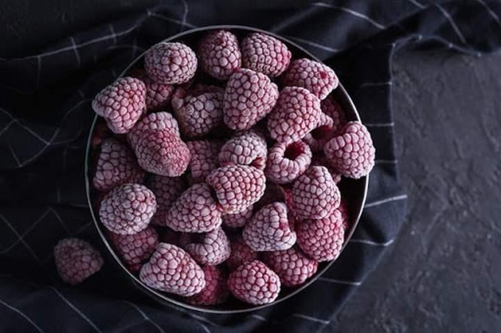 Owoce mrożone – czy tracą witaminy? Fakty i mity