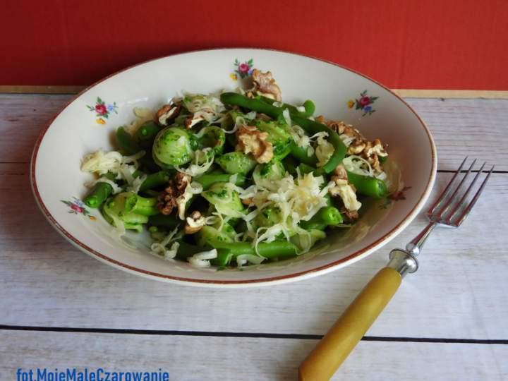 Orecchiette z pesto z białej rzepy, z fasolką szparagową i orzechami włoskimi