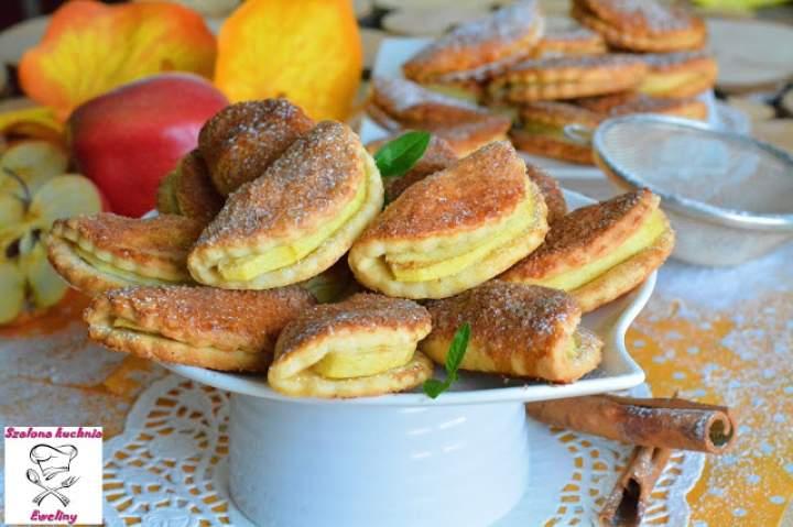 Półksiężyce z jabłkiem i nutą cynamonu