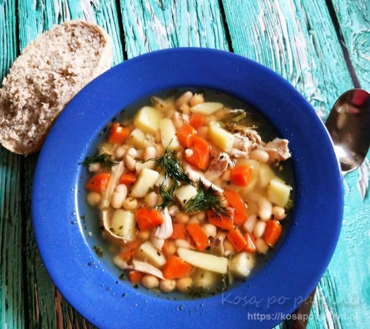 Zupa jarzynowa z fasolą i ciecierzycą