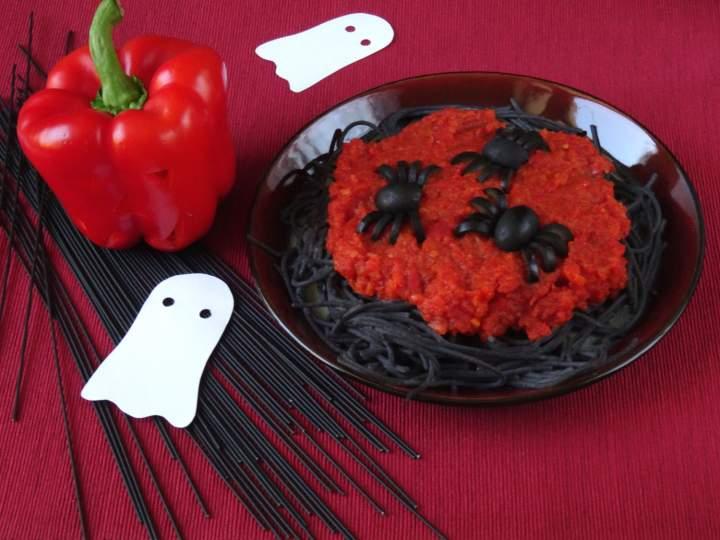 Makaron z czarnej fasoli na Halloween
