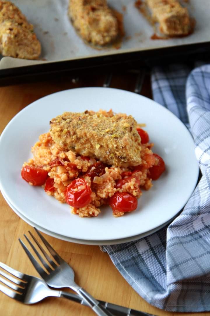 Dorsz w chrupiącej panierce z pomidorową jaglanką