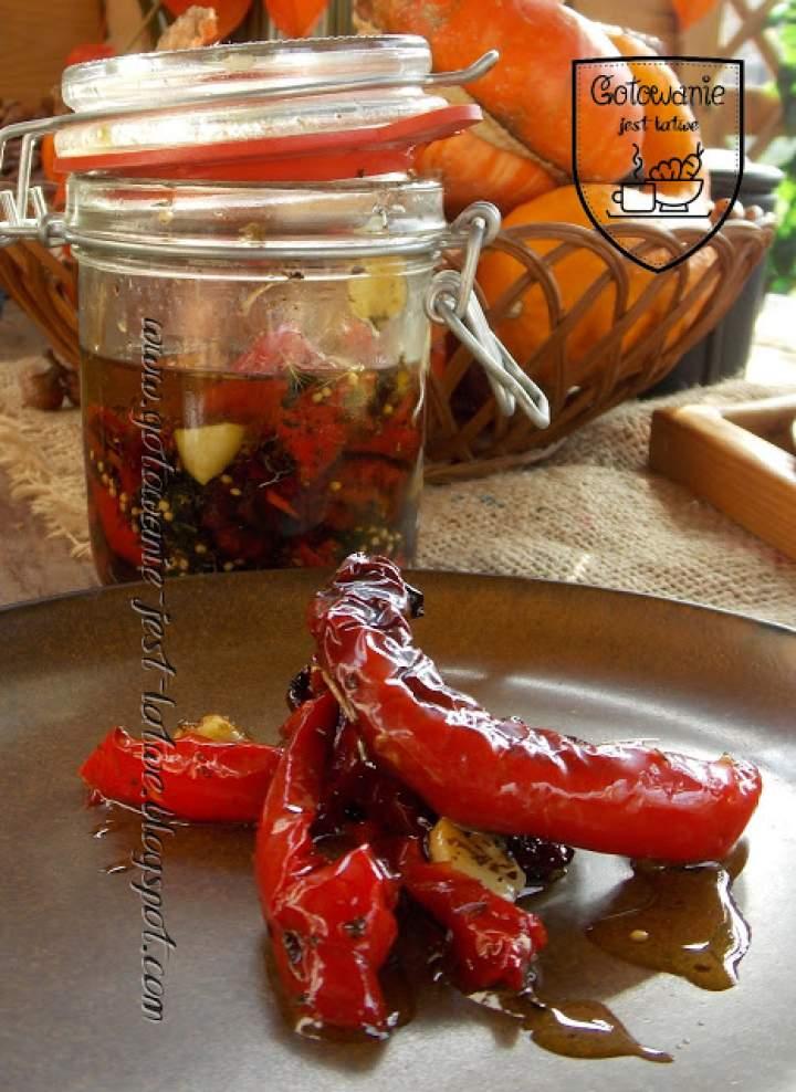 Wędzona papryka, marynowana w oliwie