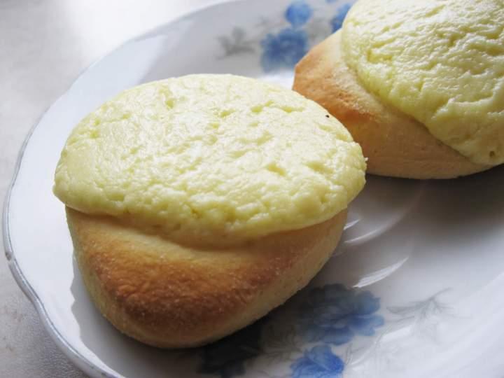 Okrągłe bułeczki z serem