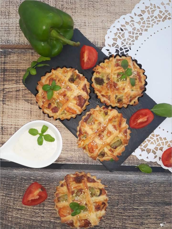 Mini tarty z warzywami i kiełbasą żywiecką
