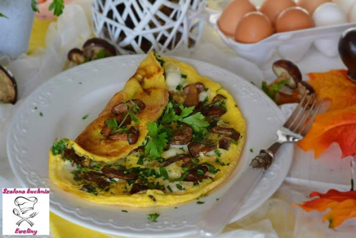 Omlet z leśnymi grzybami i mozzarellą