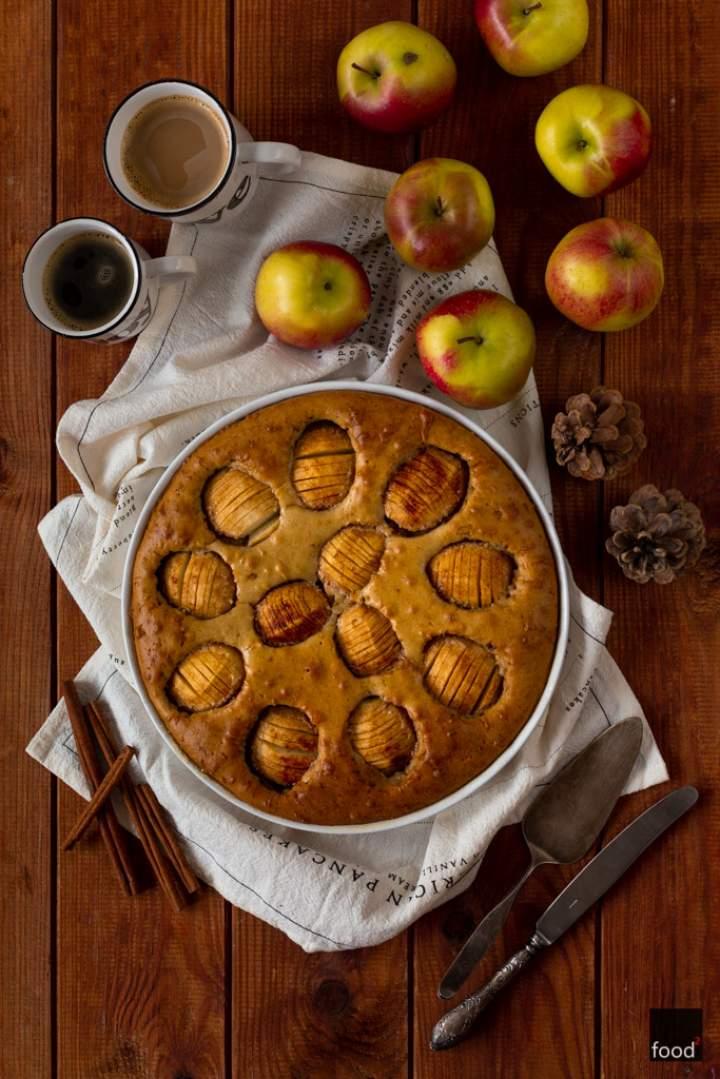 Clafoutis z jabłkami i cynamonem