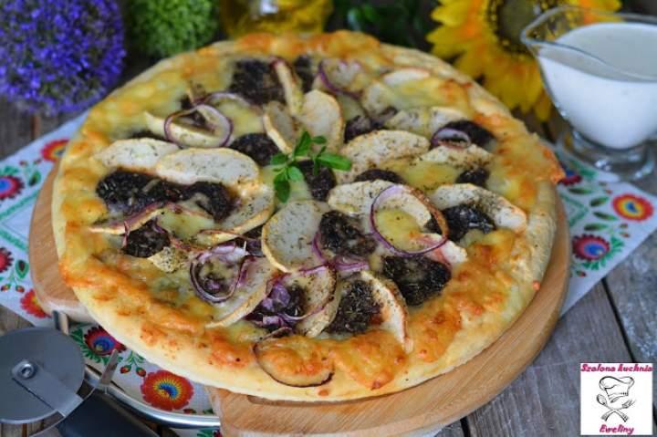 Rustykalna pizza z kaszanką