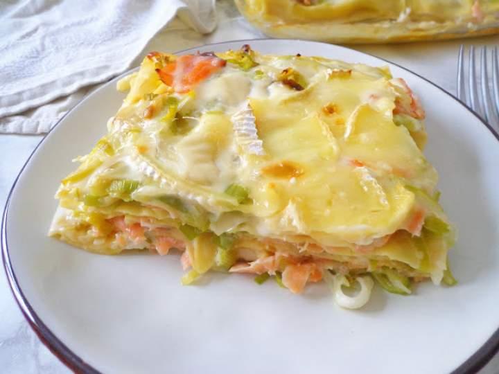 Lasagne z porem, wędzonym łososiem i serem brie (Lasagne con porri, salmone affumicato e brie)