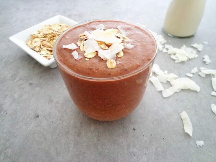 Czekoladowo-bananowy koktajl z płatkami owsianymi (Smoothie alla banana con cacao e avena)