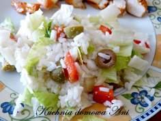 Sałatka z ryżem i oliwkami