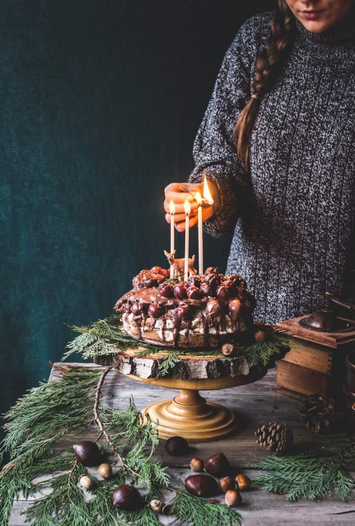 Wegański tort z kremem kasztanowym i wiśniami