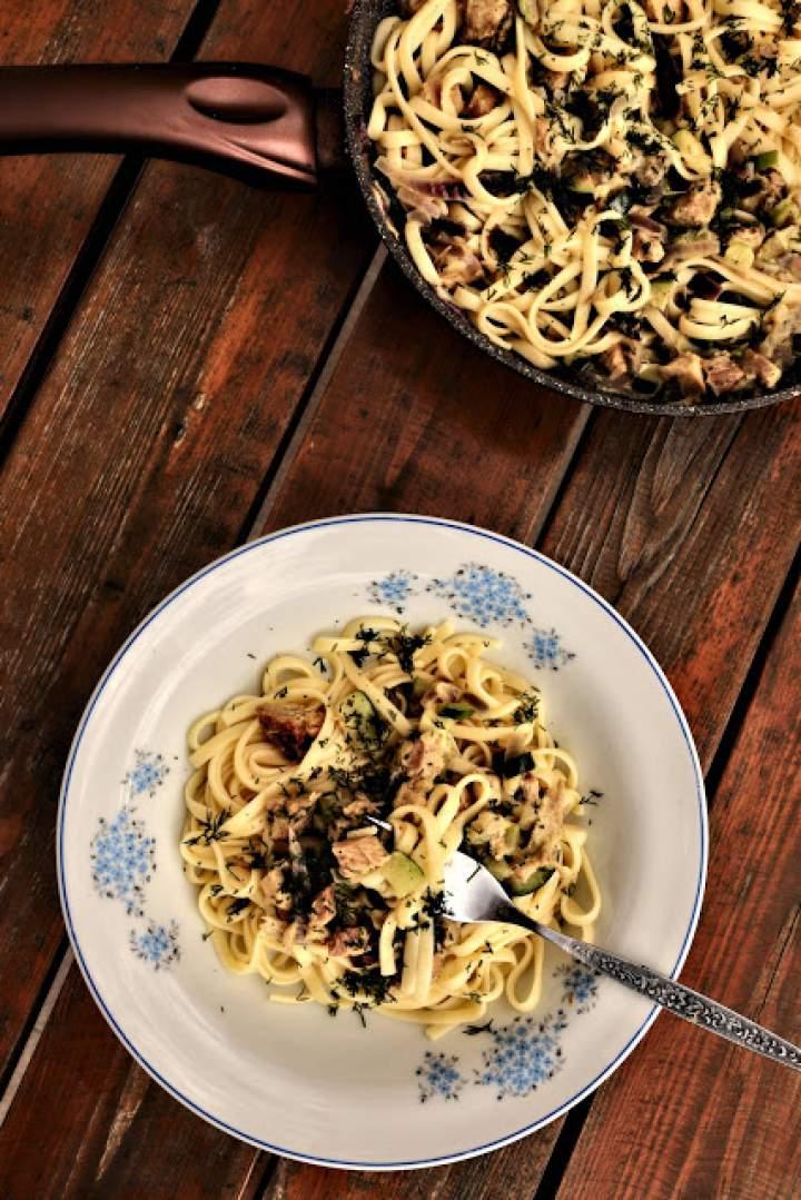 Spaghetti z cukinią i schabem