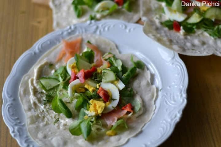 Tortilla z łososiem i jajkiem