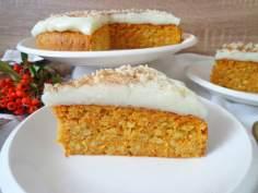 Ciasto marchewkowo-migdałowe z mlecznym kremem (Torta alle carote e mandorle con crema di latte)