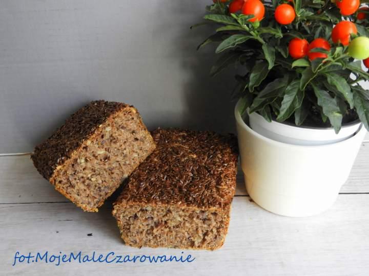 Chleb żytni razowy na zakwasie z ostropestem i lnem