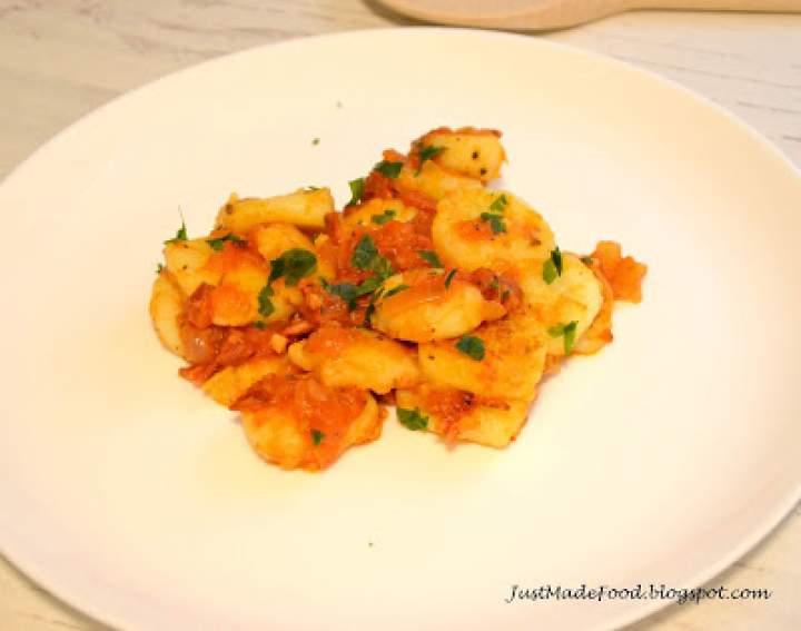Gnocchi z chorizo i pomidorami