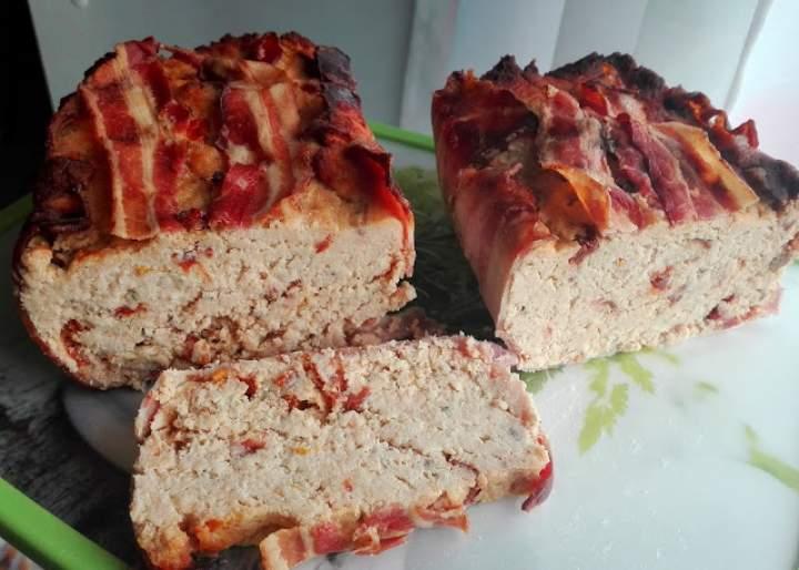 Pasztet pieczony z suszonymi pomidorami