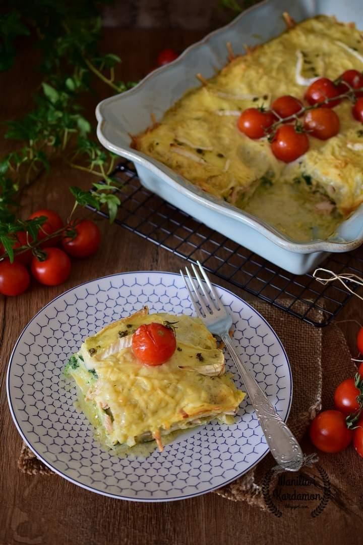 Lasagne z łososiem i szpinakiem  pod porowym beszamelem