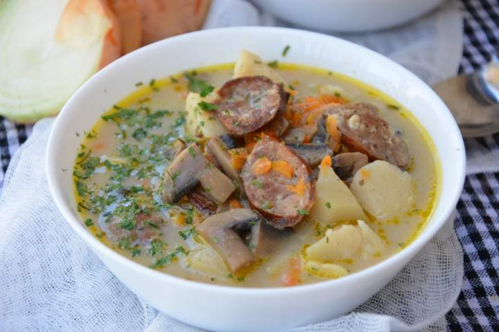 Zupa pieczarkowa z kiełbasą
