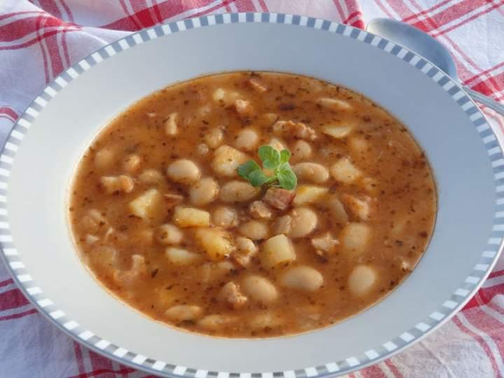 Szybka zupa z białą fasolką z puszki