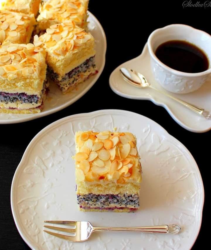 Cudowne Ciasto Makowo-Kokosowe z Kremem Ajerkoniakowym