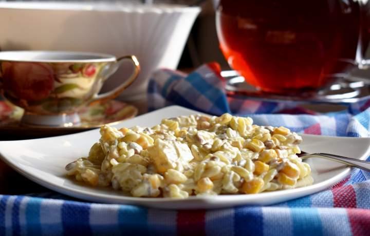 Sałatka z makaronem ryżowym i prażonym słonecznikiem + filmik