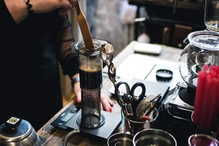 AeroPress co to jest i jak zaparzyć w nim kawę