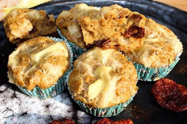 Żytnie muffiny serowe z suszonymi pomidorami