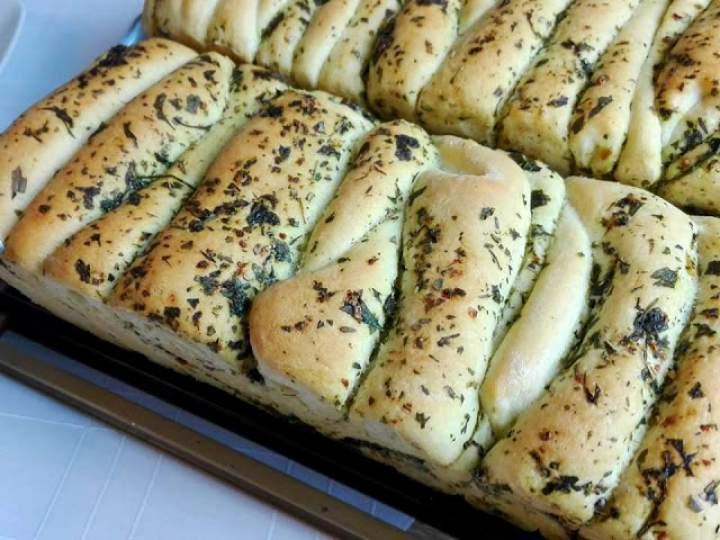 Chlebek odrywany ziołowy