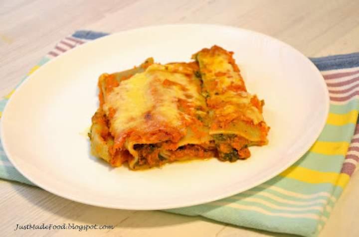 Cannelloni ze szpinakiem i serem w sosie pomidorowym