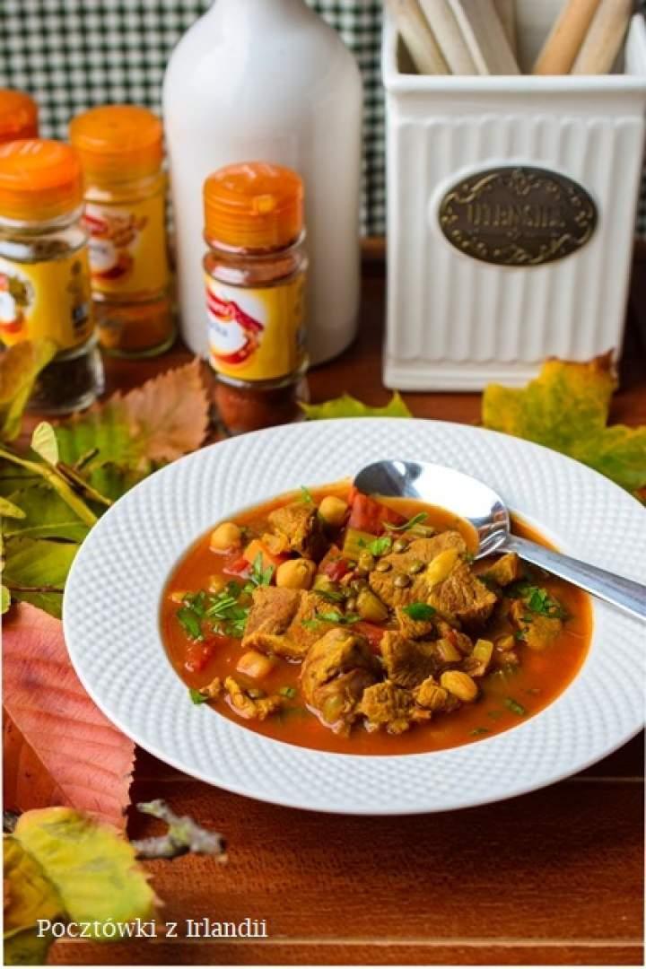 Aromatyczna zupa z jagnięciny z ciecierzycą i zieloną soczewicą