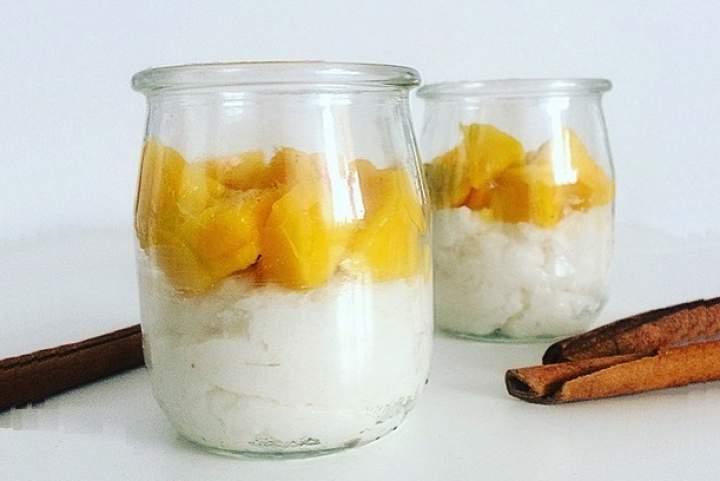 ryż + cynamon + miód + mleko roślinne + mango