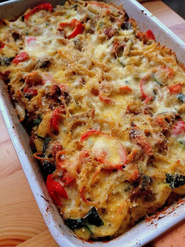 Zapiekanka ze spaghetti, boczkiem i warzywami / Bacon and Vegetable Spaghetti Pasta Bake
