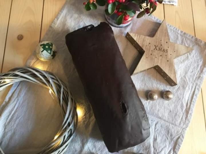 Świąteczny piernik przekładany powidłami śliwkowymi