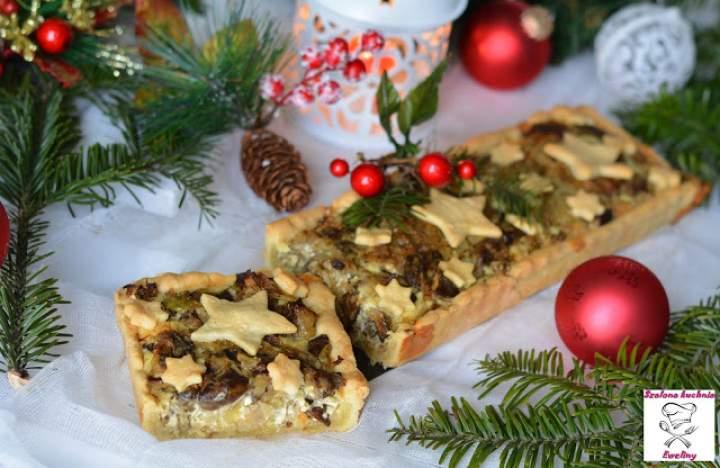 Świąteczna tarta z kiszoną kapustą i grzybami