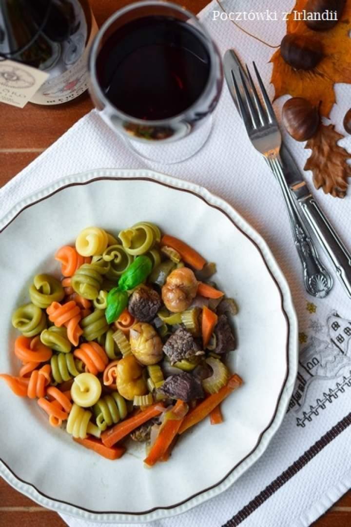 Gulasz z wołowiny z kasztanami i aromatem pomarańczy