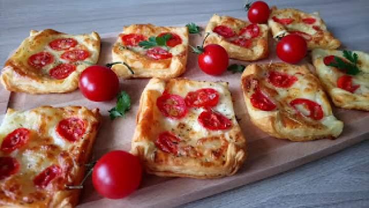 Ciasto francuskie z mozzarella i pomidorami – Przekąski na ciepło