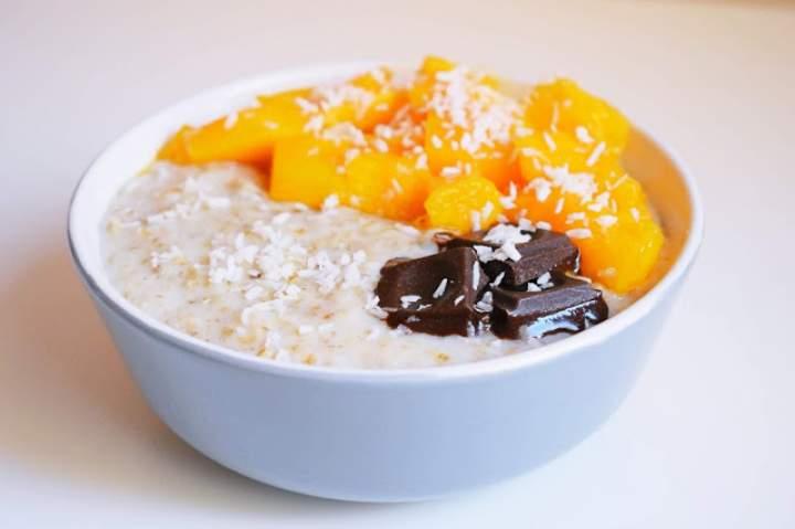 Kremowa owsianka waniliowa z mango