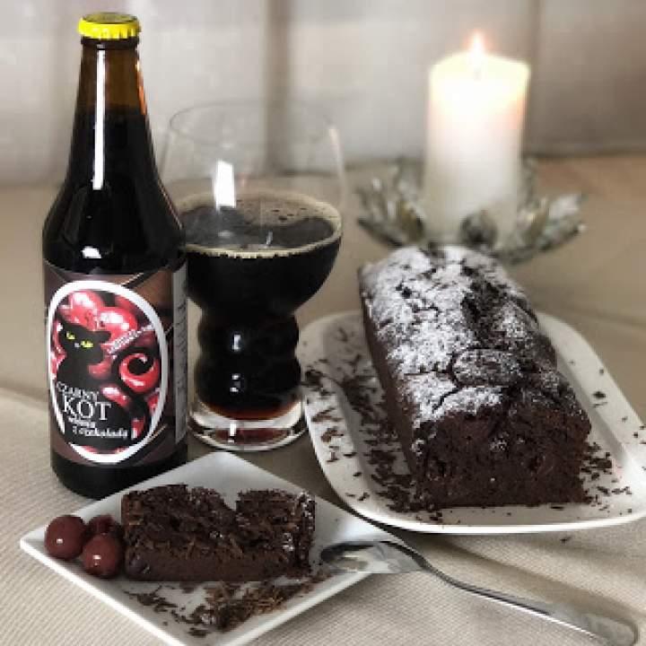 Piwne ciasto czekoladowe z wiśniami *
