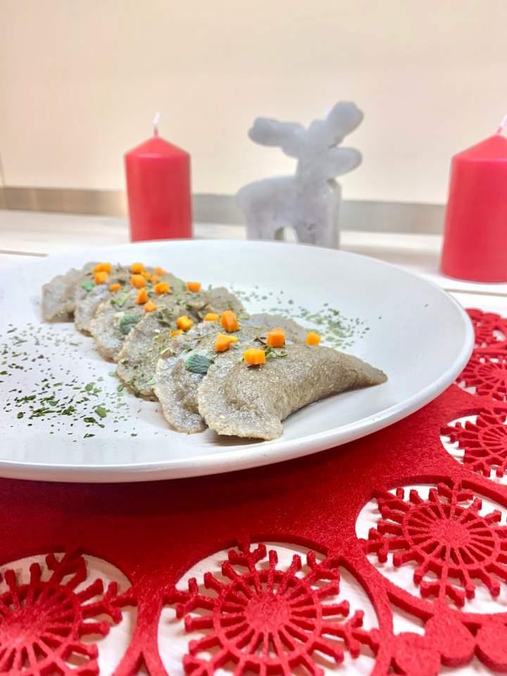 Pierogi żytnie z kaszą gryczaną i tofu