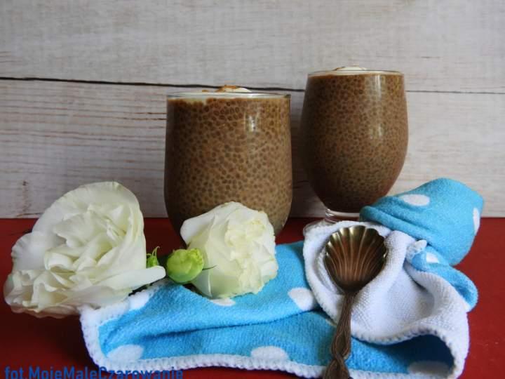 Deser kawowy z chia i jogurtem