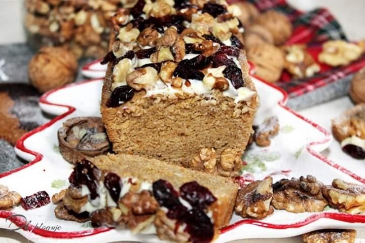 Świąteczne mini ciasto na białkach z cynamonem i masłem orzechowym