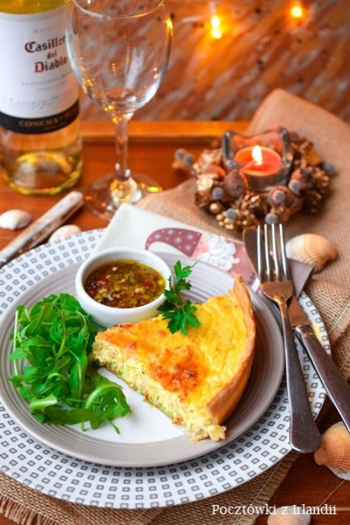 Quiche z imbirem i mięsem kraba z sosem chili